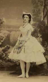 Martha Mouravieva dans Diavolina