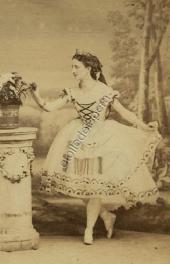 Martha Mouravieva dans Néméa ou l'amour vengé