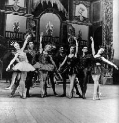 Palais Cristal,R.Ritz est la 4ème personne en partant de la droite.